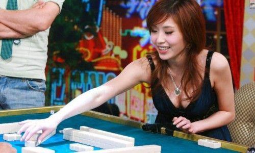 比赛的奖金设置高达100万美元,第一名将获得50万美元,在悉尼举办的第四届世界麻将大赛奖金是100万澳元。图为台北麻将天后余筱萍,她是第一届世界麻将大赛的季军。