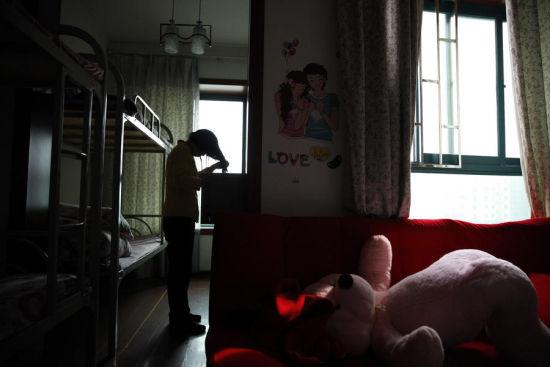 洗头时,尽量不打扰已休息的同事。谈正言摄影 杨慧俊配文