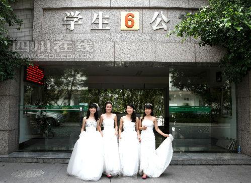 同窗7年 川农4位美女研究生拍婚纱毕业照2
