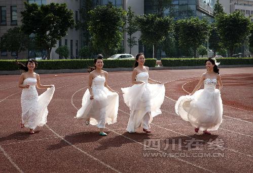 同窗7年 川农4位美女研究生拍婚纱毕业照